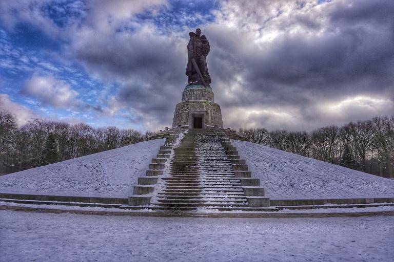 Berlin Soviet  War Memorial statue4