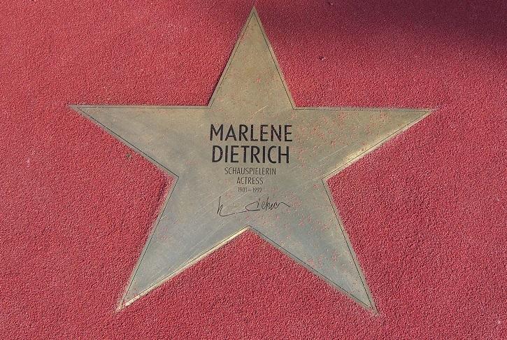 Marlene_Dietrich_-_Boulevard_der_Stars